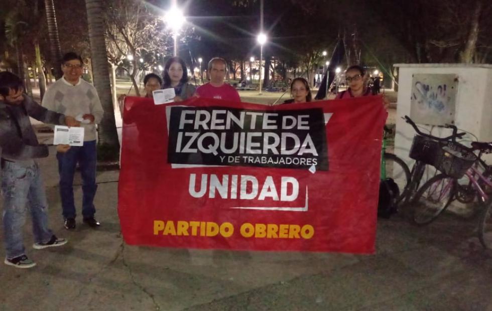 Realizaron una asamblea en la plaza central. Pidieron que la crisis la paguen los capitalistas. A quienes le apuntan políticamente.