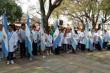 17082019 acto San Martín doc y alumnos c.jpg