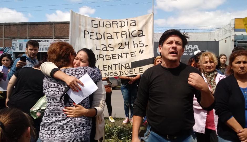 """""""No voy a bajar los brazos, hasta que no haya una guardia pediátrica"""", dijo Mauro Ramoa después de reunirse con la Ministra de Salud por la muerte de su hija Valentina. Audio de la entrevista."""