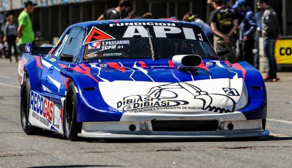 Con nuevo auto y equipo, Franco Passarino nuevamente finalizó entre los diez mejores en el TC Pista Mouras que corrió este sábado en La Plata.