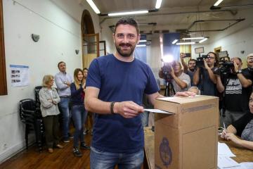 27102019 elecciones Enrique Estevez votó.jpeg
