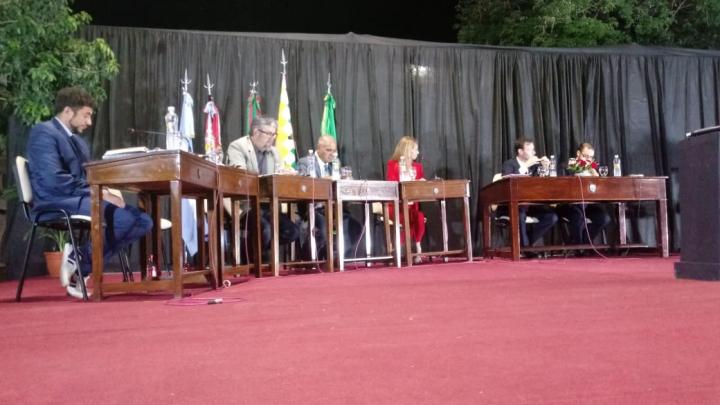 09122019 sesión extraordinaria del Concejo Municipal de Reconquista con escandalo asunción nuevos concejales.jpeg