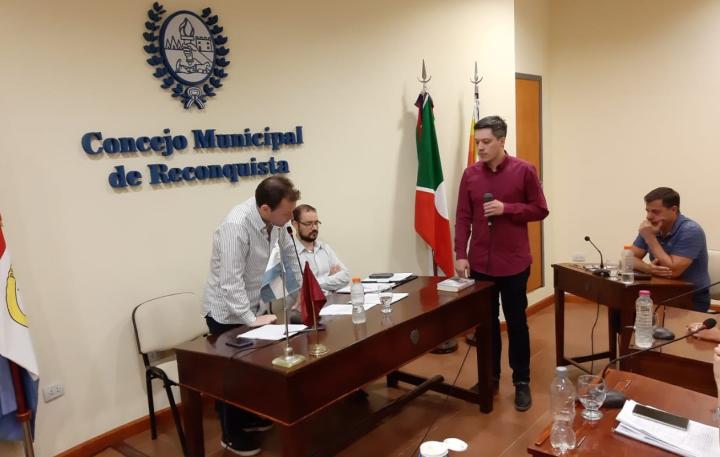 10122019 Sixto González jura como sec legislativo del Concejo MM de Reco.jpeg