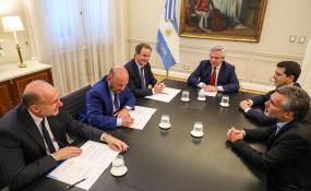 Perotti firmó con el presidente el pago de parte de la deuda de ANSES con la provincia.