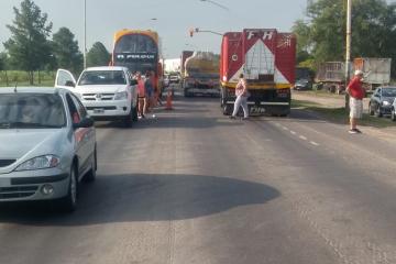 26022020 corte de Ruta 11 en Las Toscas trabajadores desocup ingenio azucarero ok.jpeg