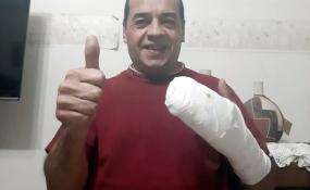 Pelusa se recupera en su casa donde levantó el pulgar a ReconquistaHOY y nos contó qué le dijo el médico que lo operó.
