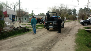 policia en Barrio Islas Malvinas.jpg