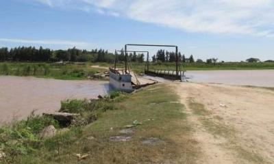 Está prohibido el cruce de vehiculos de carga sobre el Puente Flotante del Parana Miní