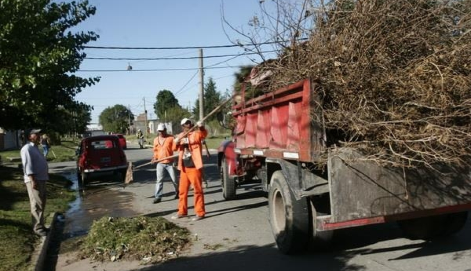 Convocan a varios barrios de Avellaneda a sacar ramas, desmalezados y cacharros. Aquí los detalles del patio limpio.