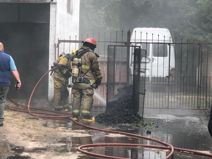 12052019 incendio panificadora Salami Pueyrredón y Chacabuco pan quemado.jpg