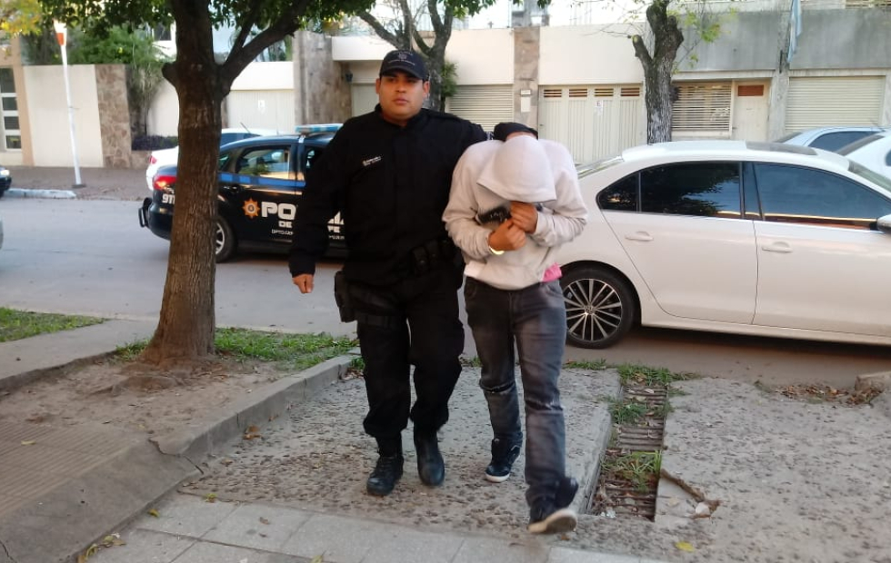Qué resolvió el Juez sobre el policía y el camionero detenidos imputados por violar a una adolescente y mantenerla encerrada en una casa de donde la sacaron en patrullero.