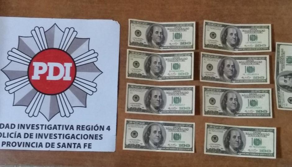 PDI esclareció varios hechos y aprehendió a un vecino que estafaba con dólares falsos. Recuperaron moto, celulares, dinero, ropa y otras cosas.
