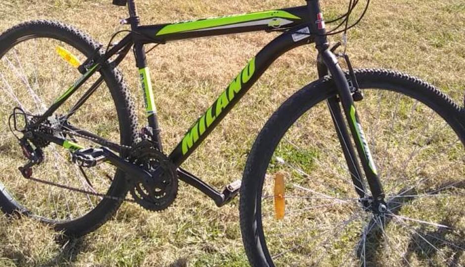 Le robaron la bicicleta en pleno centro de la ciudad de Avellaneda. Nos dejó un número de contacto para pasar cualquier información para que la pueda recuperar.