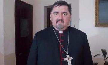 Obispos piden flexibilizar restricciones a ceremonias religiosas.