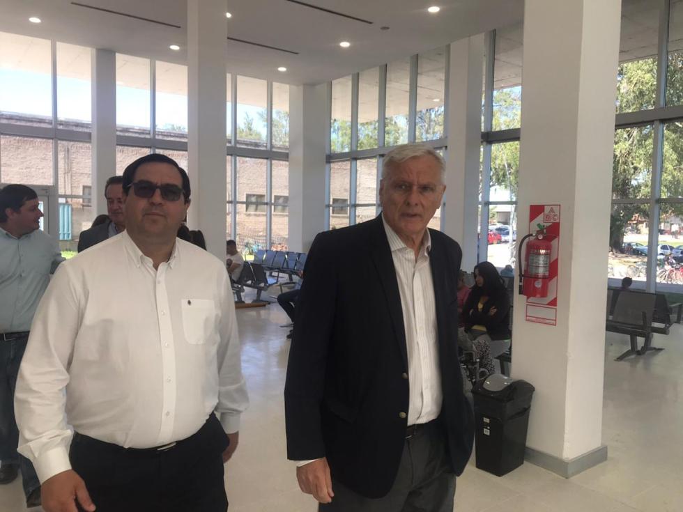 23122019 Carlos Parola ministro de salud y Enri Vallejos recorriendo el Hospital.jpeg
