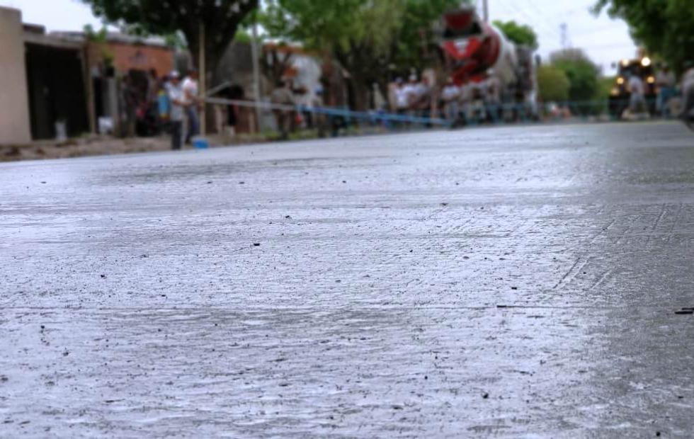 Avanza con el plan de pavimentación de Barrio Norte. Hoy se ejecutó el hormigonado decalle Almafuerte