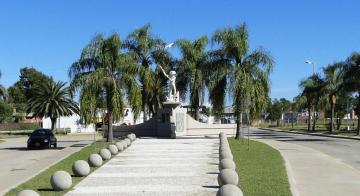 ciudad de Vera plaza monumento al hachero.jpg