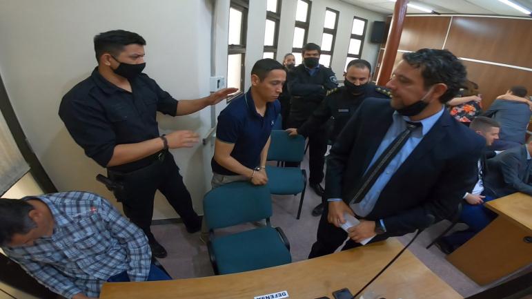 03082020 Juan Valdez ya condenado esposado traslado tribunales Vera.jpg