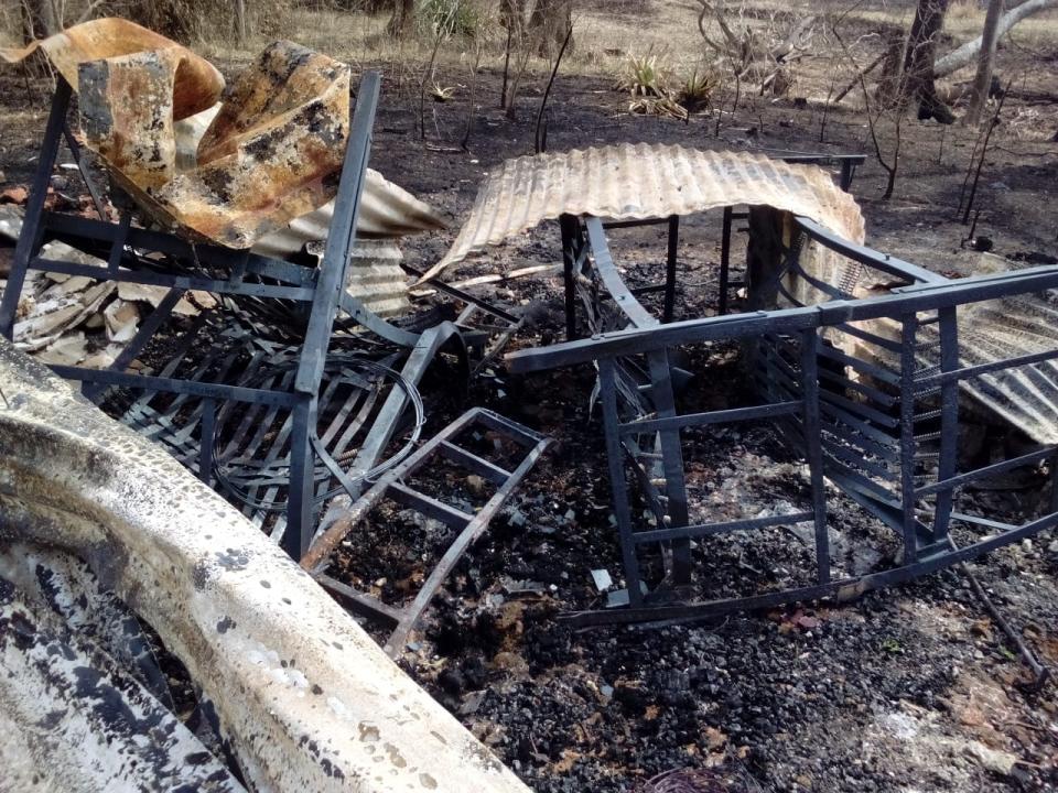 wingeyer colmenas para miel orgánica en Romang quemado todo construcción interior.jpg