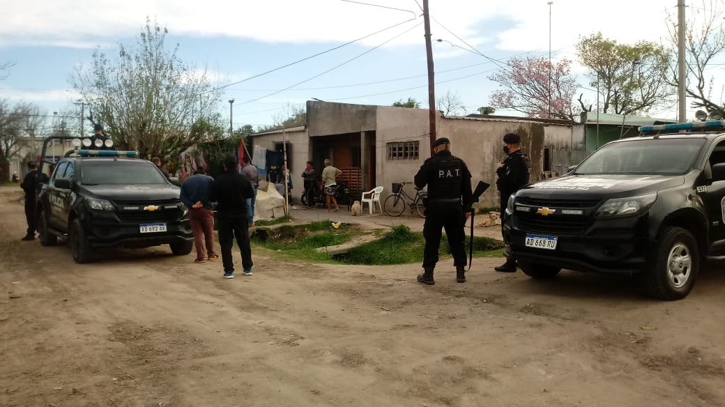policia en Barrio Islas Malvinas1.jpg
