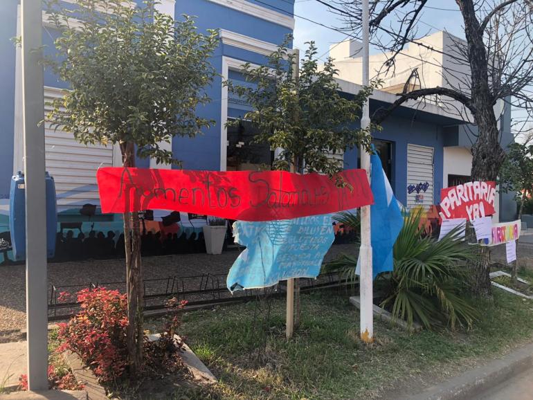 Manifestación de docentes frente a Amsafe.