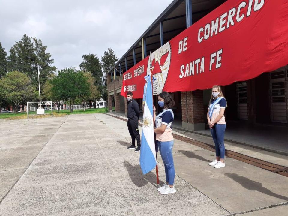 3 dic 2020 presencialidad alumnos de quinto Escuela Comercio F.jpg