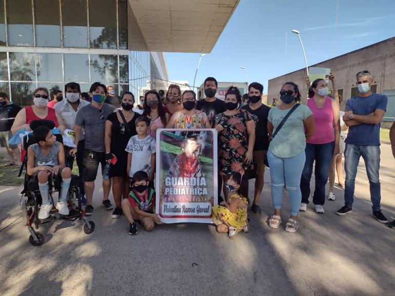 manifestación pidiendo la guardia pediatrica 28 feb 2021.jpg