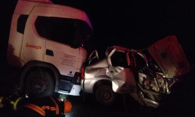 Siniestro fatal sobre la Ruta Nacional N° 11. Los Bomberos Voluntarios de Avellaneda debieron sacar al conductor del vehículo de menor porte