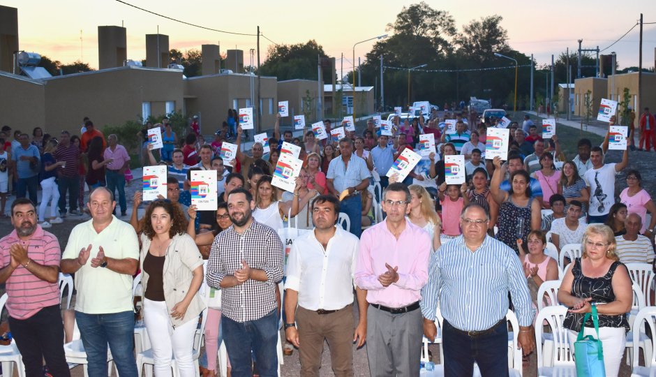 La provincia entregó 40 viviendas en la ciudad de Vera.