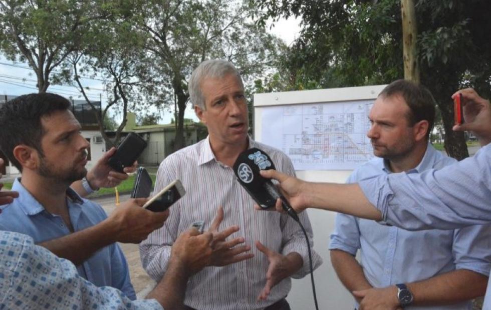 """Avellaneda presentó el programa de Ciclovías. """"Promovemos el uso de la bicicleta como medio de movilidad sustentable y procuramos una vía de circulación segura"""" indicó Scarpín."""