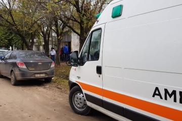 12052019 policías y ambulancia en la casa donde murió Chiroco Velázquez.jpg