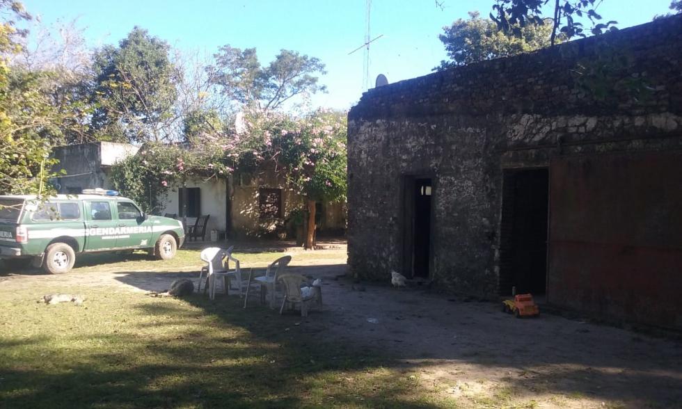 14052019 allanamiento de Gendarmería en casa de campo de José Ubeda en paraje Colmena de Avellaneda drogas armas balanza etc E.jpg