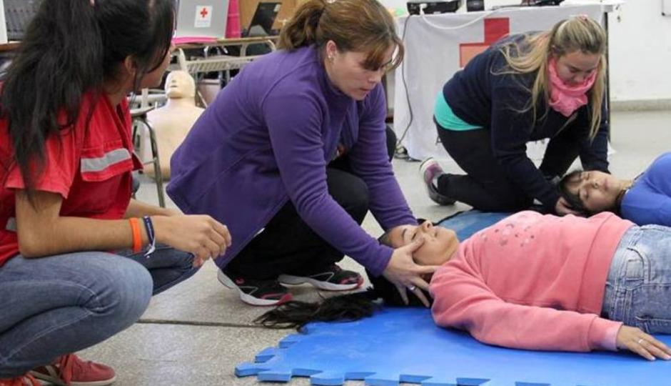 """Hoy podés aprender a salvar una vida. Jornada gratuita de """"Voluntarios en Emergencias Sanitarias""""."""
