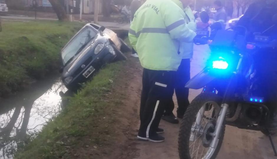 A las 07:20 del lunes un vecino de Avellaneda alcoholizado se despistó en automóvil y cayó en una cuneta en Reconquista. Le retuvieron la licencia y el vehículo.