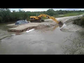 El agua se llevó el puente.