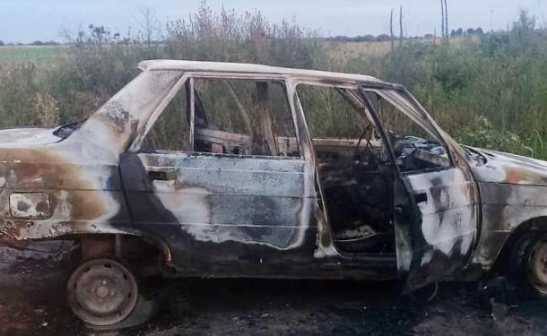 Creen que quemó viva a su mujer y el fiscal ordenó su detención. Fingió que los sorprendió el incendio del automóvil al costado de la ruta.