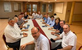 Nueva reunión de intendentes y presidentes de comuna para analizar la situación financiera de los municipios y comunas.