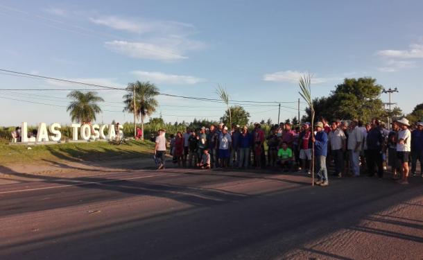 5a jornada de reclamos de los trabajadores desocupados del ingenio azucarero de Las Toscas. Sin respuestas, endurecieron los cortes sobre Ruta Nacional 11.