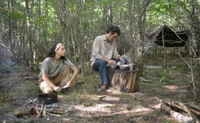 Canal 7 de Buenos Aires proyectará hoy la película que narra la historia de dos convecinos perseguidos por la dictadura.