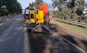 La Municipalidad de Avellaneda advierte presencia de hombres y máquinas sobre Ruta 11 por reparaciones.