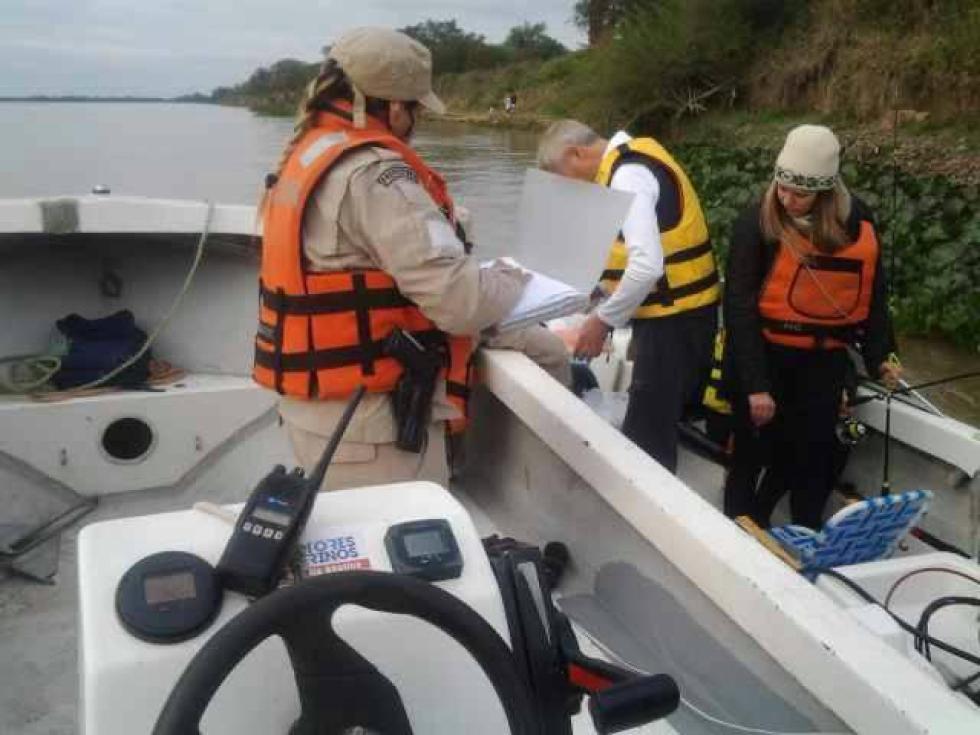 Operativos de control en el río.
