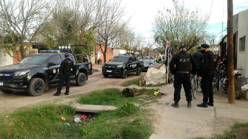 policia en Barrio Islas Malvinas2.jpg