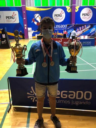 Badminton Mateo Jara trofeos.jpg