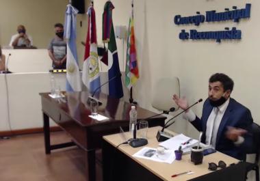 El presidente del Concejo sorprendió al intendente con una jeringa, crema de cannabis y un plantín. Cómo reaccionaron otros concejales.