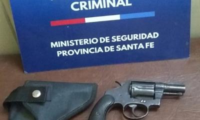 Personal de la Agencia de Investigación Criminal secuestró un arma de fuego y un vecino quedó aprehendido.